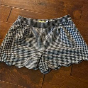 Gianni Bini size 6 checkered black white shorts